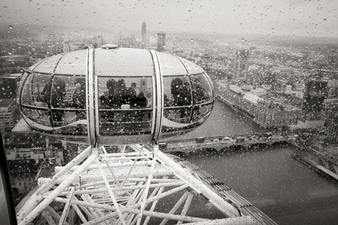Capsule du London Eye avec Westminster et Big Ben en fond
