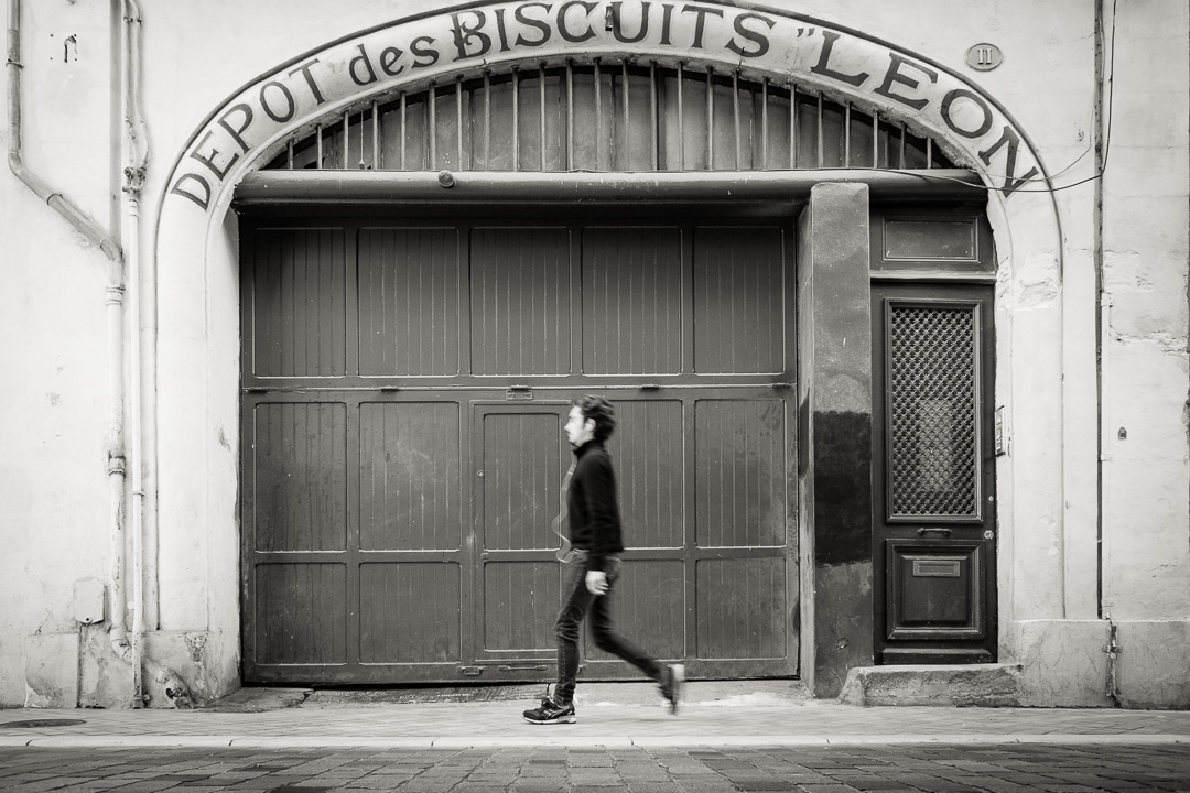 Enseignes bordelaises . Biscuits Leon