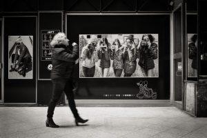 Un exemple de l'application des 3 règles de la photo de rue. Street photo