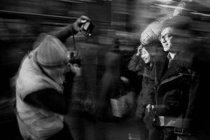 Bruce Gilden photographiant