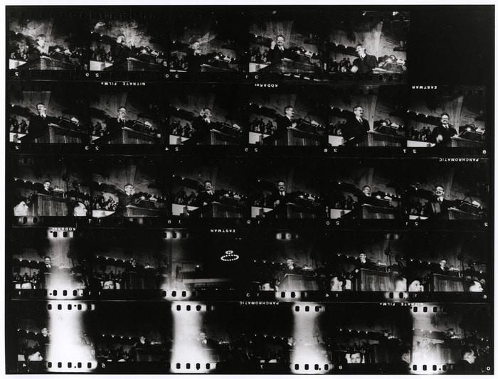 Planche contact du premier reportage de Robert Capa : Léon Trotsky à Copenhague